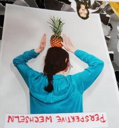 Das fand ich besonders schön, wegen der Ananas auf dem Kopf. Die Message steht ja auch schon drauf: Einfach mal die Perspektive ändern und sich selbst bitte nicht zu ernst nehmen.